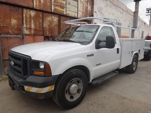 2006 FORD F-350 SD UTILITY BED - Downtown, Los Angeles, California